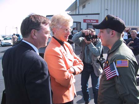 Governor Martz welcomes Jason Hanser home to Billings